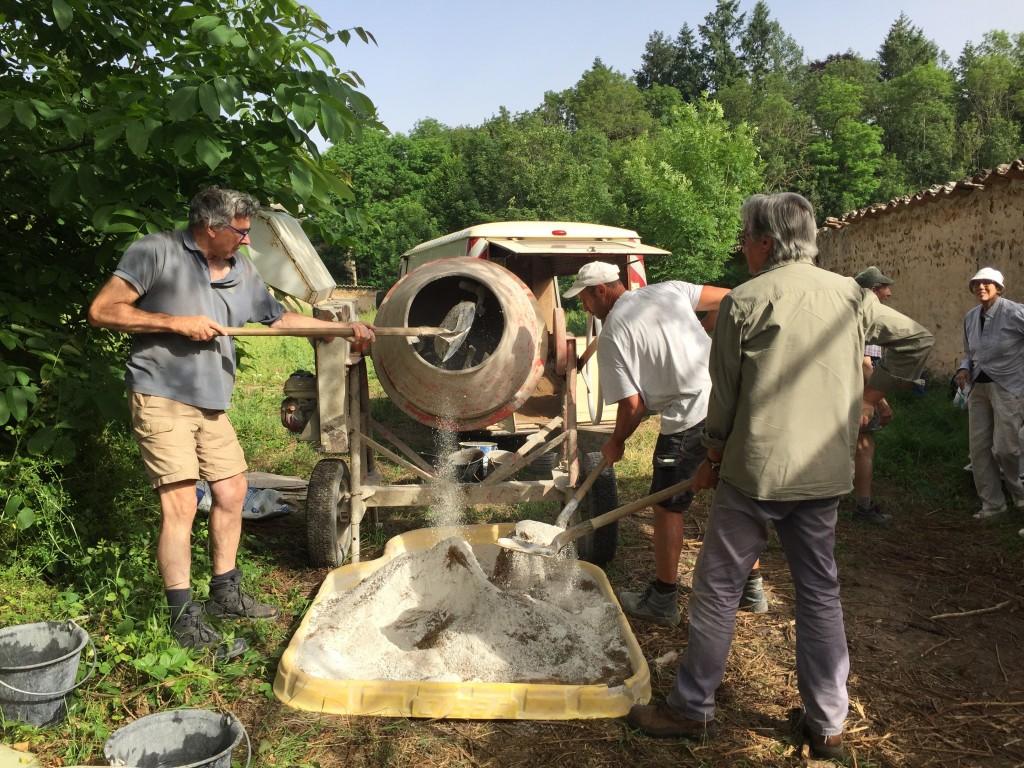 Préparation du mortier de chaux