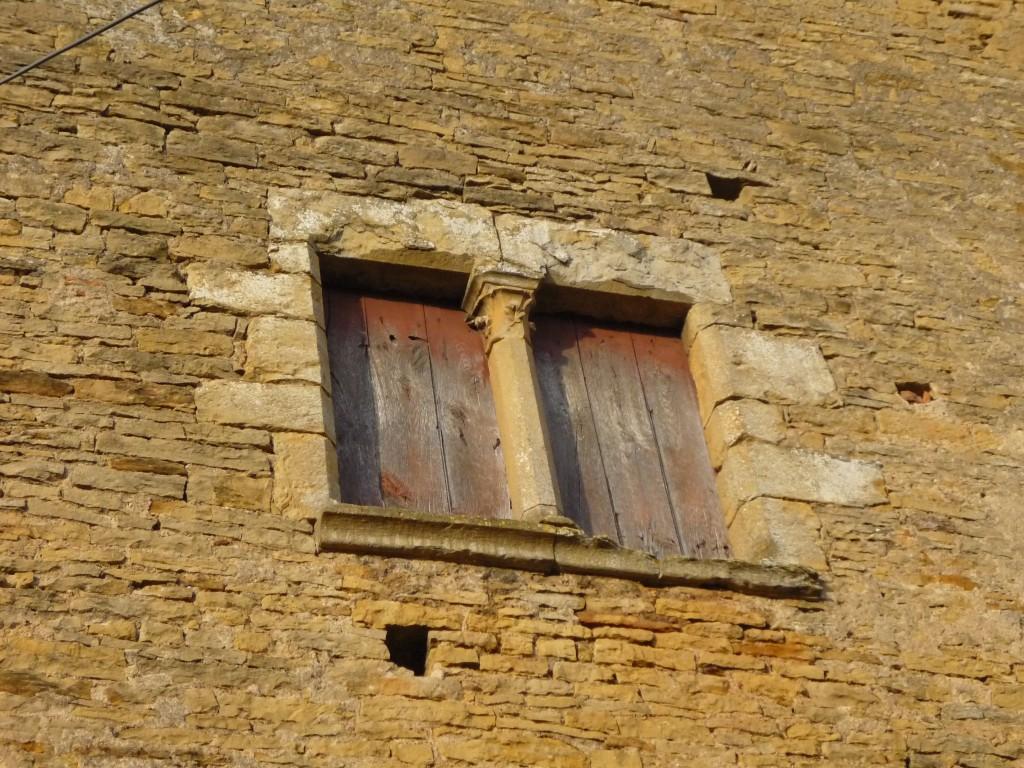 Fenêtre géminée du doyenné de Mazille