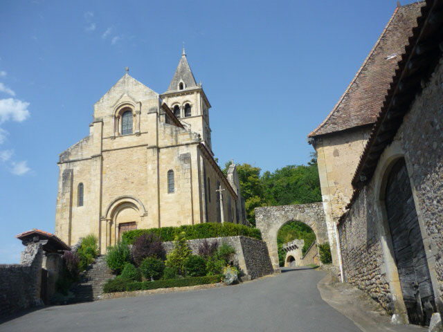 Eglise et entrée bourg castral Chateauneuf