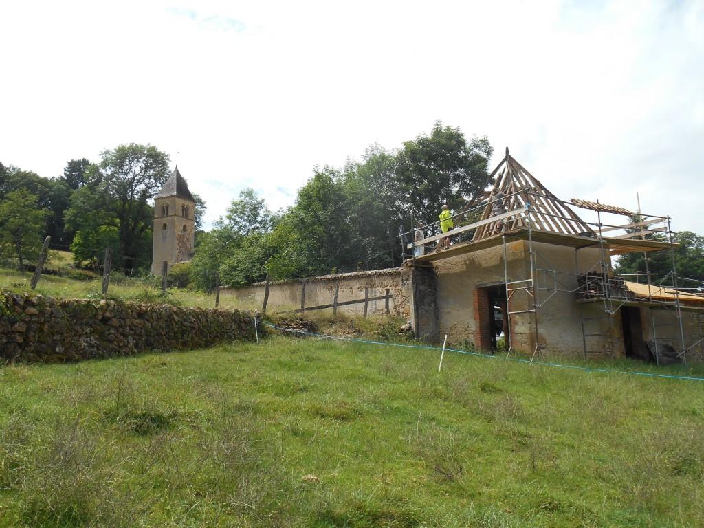 chantier St Martin étape 2 charpente/vue d'ensemble avec la chapelle